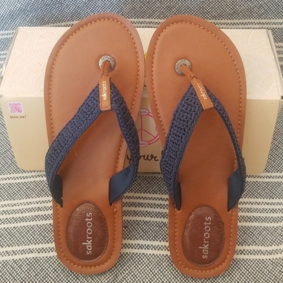 ba3e8a48a71189 Womens Sak Roots flip flops - brand new never worn